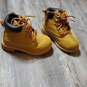 Toddler boots-size 7